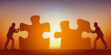 Concept Du Partenariat Pour Trouver Une Solution à Un Problème, Avec Deux Hommes Qui Mettent En Commun Leurs Intelligences, Symbolisé Par Deux Pièces De Puzzle.