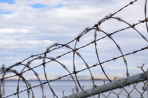 Fotografía  Razor barbed wire security fence, California