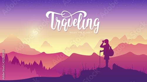 Fotografía  Tourist traveler with binoculars at sunset