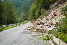 Well Predicted Falling Rocks Danger Risk Road Zone