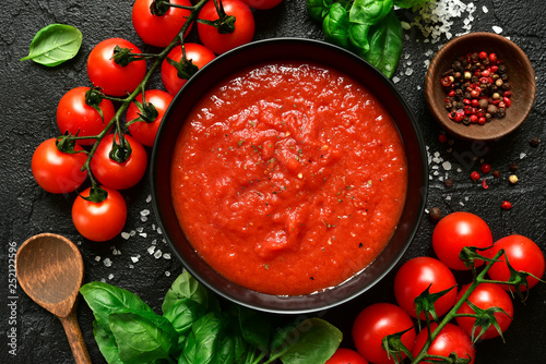 Cuadros en Lienzo  Homemade tomato sauce passata - traditional recipe of italian cuisine