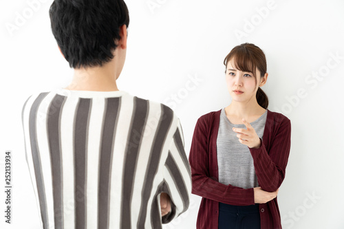 Photo portrait of young asian couple talking