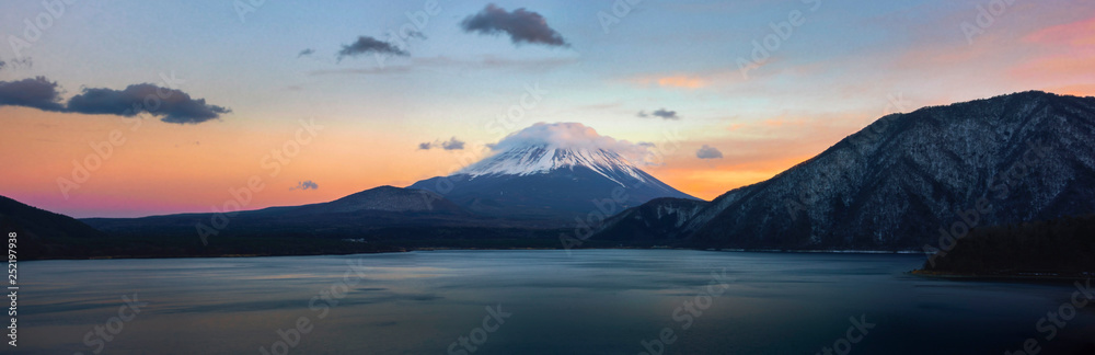 Fototapety, obrazy: Beautiful Fuji mountain on evening  with cold weather at lake side