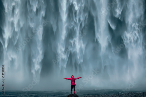 Famous powerful Skogafoss waterfall at south Iceland Fototapete