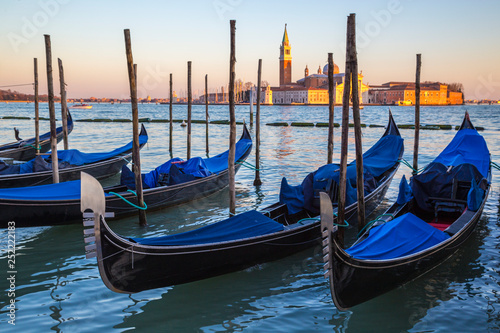 Spoed Foto op Canvas Gondolas Venice city with gondolas, Veneto, Italy