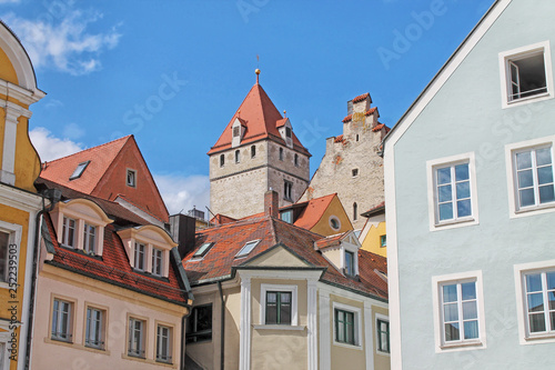 Photo Stands View of medieval town Regensburg. Center of the city is a UNESCO World Heritage. Bavaria, Germany.
