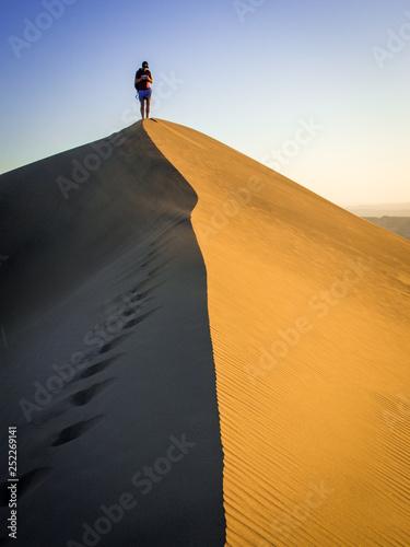 Foto  man in desert
