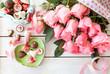 canvas print picture - Frische Rosen und Pralinen