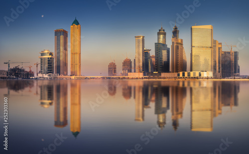 Foto op Canvas New York TAXI Cityscape of Dubai and panoramic view of Business bay, UAE