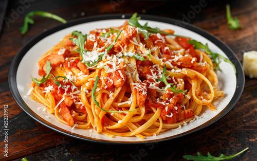 Fotografía Spaghetti alla Amatriciana with pancetta bacon, tomatoes and pecorino cheese