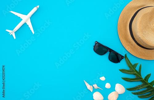 Fototapeta Summer travel ideas and beach objects obraz na płótnie