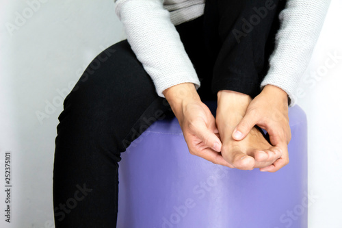Cuadros en Lienzo  Asian woman having Toe pain, bunion or hallux valgus ; Isolated on white background