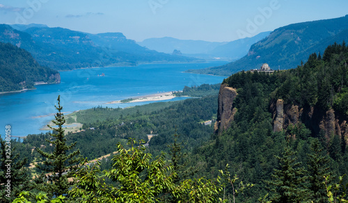 Fototapeta Panoramic view of Columbia River Gorge with Crown Point Vista House from Women's Forum scenic viewpoint - Oregon, USA obraz