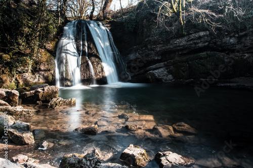 Foto auf Gartenposter Wasserfalle Waterfall captured with a slow shutter in malham