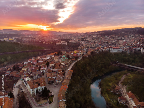 Staande foto Oost Europa Sunset in the old capital Veliko Tarnovo of Bulgaria, with an Orthodox Church and the old Town