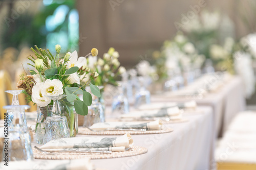 Setting of tables for Wedding celebration dinner with a white bouquet and beautiful flower Fototapeta