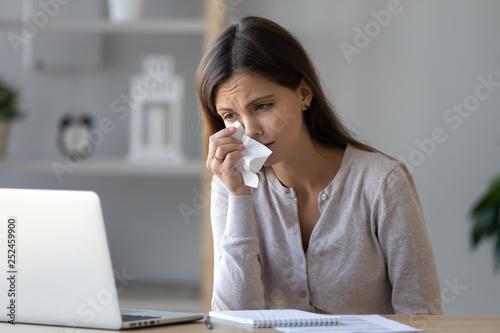 Fotografia Upset woman crying, looking at laptop screen, watching sad movie