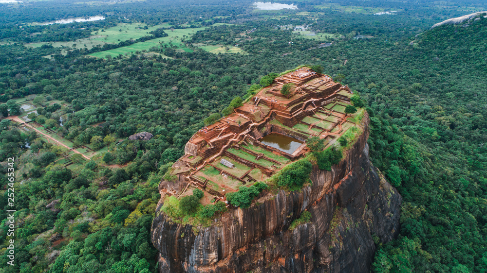 Fototapety, obrazy: Sigiriya Lion's Rock of Fortress in the middle of the forest in Sri Lanka island