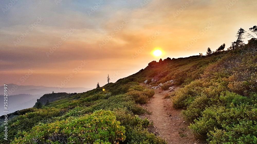 Fototapeta Colorful sunrise on the pacific crest trail in southern california near Agua Dulce