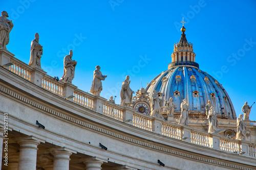 Tableau sur Toile Scenic St. Peter's Basilica in Rome near Vatican City