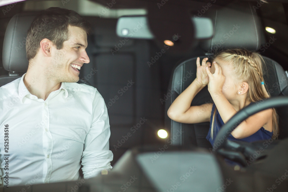 Fototapety, obrazy: Young man and his daughter in a car