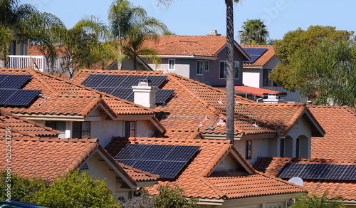 Fotomural Solar panels on rooftops in California