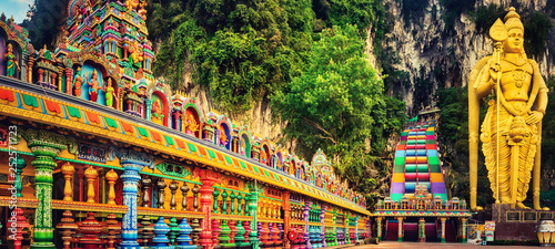 Stickers pour portes Kuala Lumpur Colorful stairs of Batu caves, Malaysia. Panorama