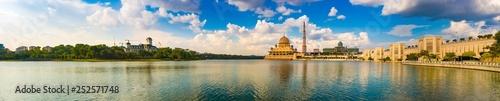 Poster de jardin Kuala Lumpur Putrajaya skyline. Amazing view of Putra mosque. Panorama