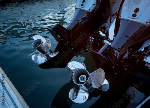 Engine. Speed boat engine with propeller details Tableau sur Toile