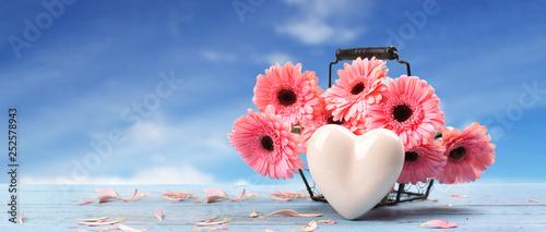 Blumenkorb mit frischen Blumen Canvas-taulu
