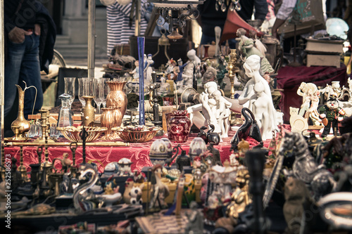 Foto  collection of old objects on a flea market, selective focus on aged kitsch junk