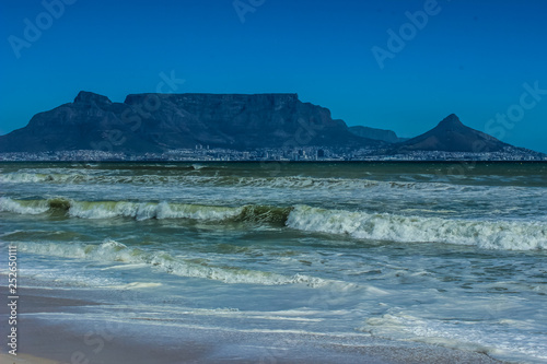 Fotografie, Obraz  Beautiful Cape Town photo showing table mountain and Atlantic oc