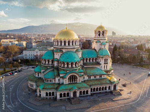 Cadres-photo bureau Europe de l Est Orthodox Cathedral Alexander Nevsky, in Sofia, Bulgaria. Aerial photography in the sunset