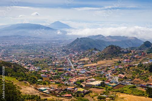 Foto auf AluDibond Kanarische Inseln Stunning view of the volcano Teide and the city of San Cristóbal de La Laguna from the viewpoint Mirador De Jardina. Tenerife. Canary Islands..Spain