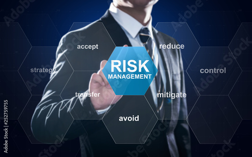 Fotografía  Businessman pointing at risk management concept on screen