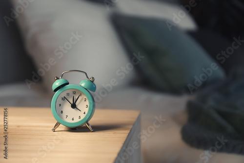Fotografia  Alarm clock on table in bedroom