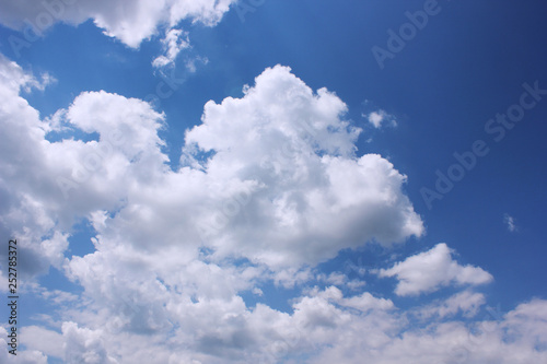 Fototapeta chmury sky-background-with-clouds