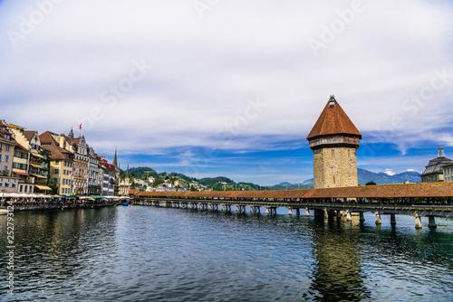 Photographie  Chapel bridge in the center of Lucerne, Luzern,  Switzerland