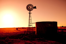 Outback Windmill Solhouette