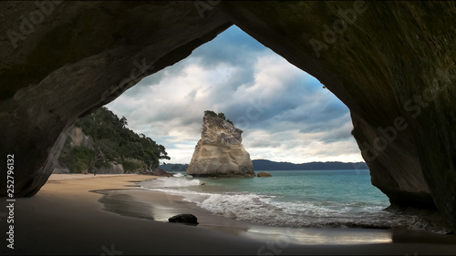 Fotografía cathedral cove rock arch north island new zealand