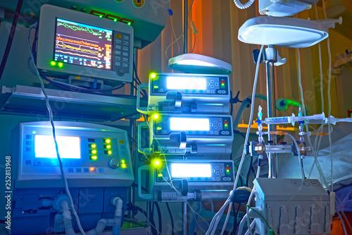 Foto  Nigth shift at icu, patient in critical state.