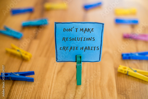 Fotografia  text Don t not Make Resolutions Create Habits