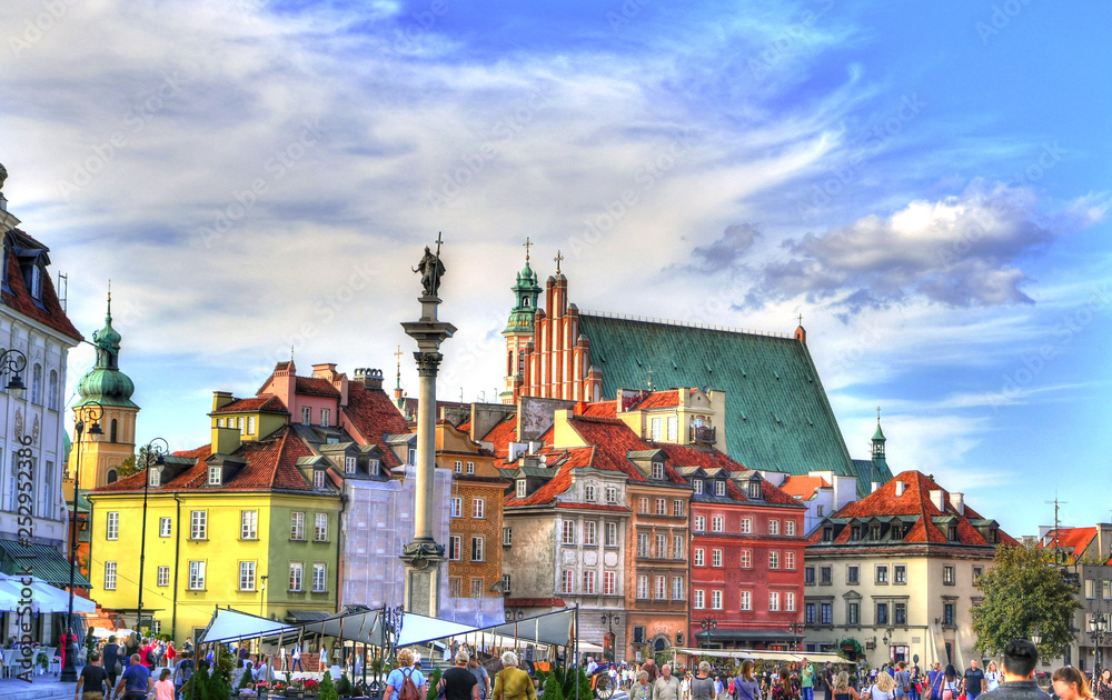 Fototapety, obrazy: Colorful HDR image of the tourists at the famous Old town in Warsaw, Poland. The Royal Castle and Sigismund's Column called Kolumna Zygmunta, Warsaw, Poland