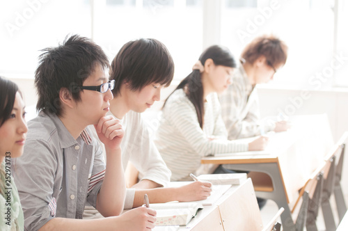 Photo 勉強をする大学生
