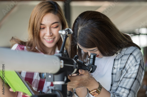 Vászonkép two woman looking through telescope