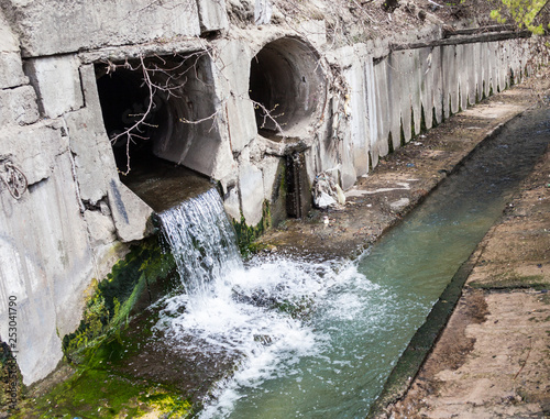 Valokuvatapetti Run-off pipes discharging water