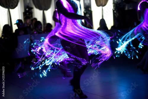 Fotografía  Luminous purple dress at the carnival