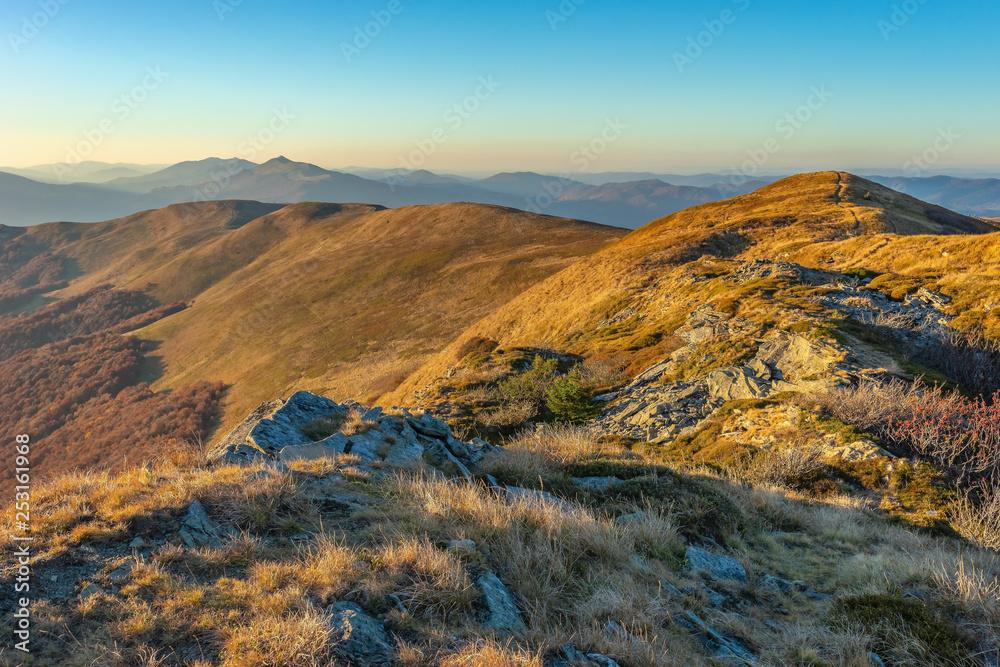 Fototapety, obrazy: Bieszczady jesienią, krajobraz górski