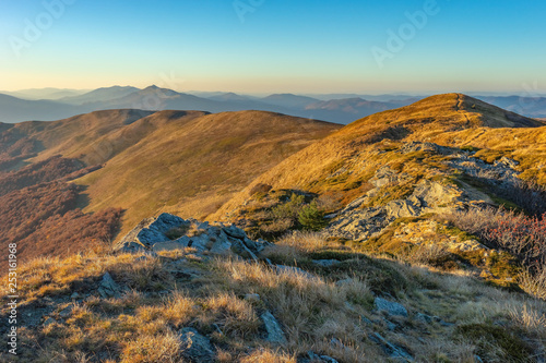 Fototapeta Bieszczady jesienią, krajobraz górski obraz