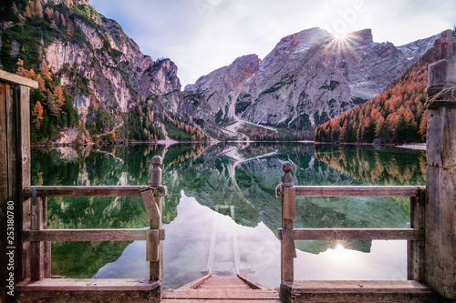 Steg in den See Pragser Wildsee